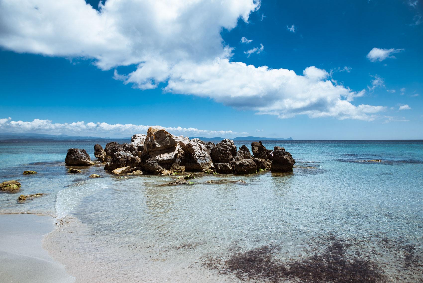 Situato nella seconda spiaggia, questo insieme di rocce è un parco divertimenti per i bambini che amano andarci sopra e osservare il mare.