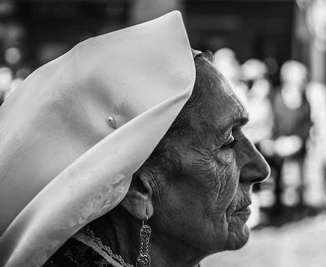 Il tempo disegna se stesso  sul volto delle donne sarde.  Per questo, guardare il loro volto, é come leggere una storia infinita. #festamanna #festadisantantioco #visitsardinia #visitsantantiocoisland #sagradisantantioco  #sardinia #sardegnaofficial #sardegnagram #sardegna_reporter #sardegnaterraemare #sardegnageographic #sardegna_illife #sardegna #sardegnacountry #sardegna_earth #sardegna_real #sardegnalive #sardegna_in #sardegnapics #sardegna_amata #sardegna_super_pics #sardegna_cartoline_ #instasardegna #focussardegna #sardegnaphoto #igersardegna #sardegna_in_grande