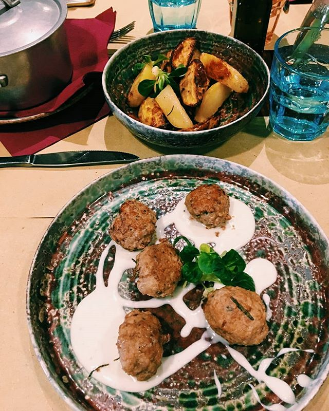 """Ieri, per la rubrica """"Drucci&Saliu"""", vi abbiamo portato a Cagliari da @corsododici  Per il prossimo Lunedí, dove vi portiamo? Preferite un ristorante di Sant'Antioco o una cucina casalinga?  Taggaci nelle foto dei tuoi piatti preferiti per entrare a far parte della rubrica food! #Drucci&Saliu  #visitsantantiocoisland #food #foodporn #vegan #veganfood #freshfood #veggies #vegeterian #eatclean #eat #italianfood #sardinianfood #sardinian #sardinia #cibo  #cook #chef #homemade #recepies #goodfood #delicious #cookingclass #vegeterianfood #eatvegetables #farinata #govegan"""
