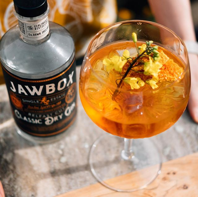 A golden summer elixir for those sunny Northern Irish afternoons. Kept local with a mix of @jawboxgin ~ @auntsandrascandyfactory honeycomb ~ @poachersirishmixers tonic & garnished with a buttery edible flower from @helensbayorganic - our recommended cure for sweet liquid cravings 🍸  #heaven #gin #gintonics #gininthecity