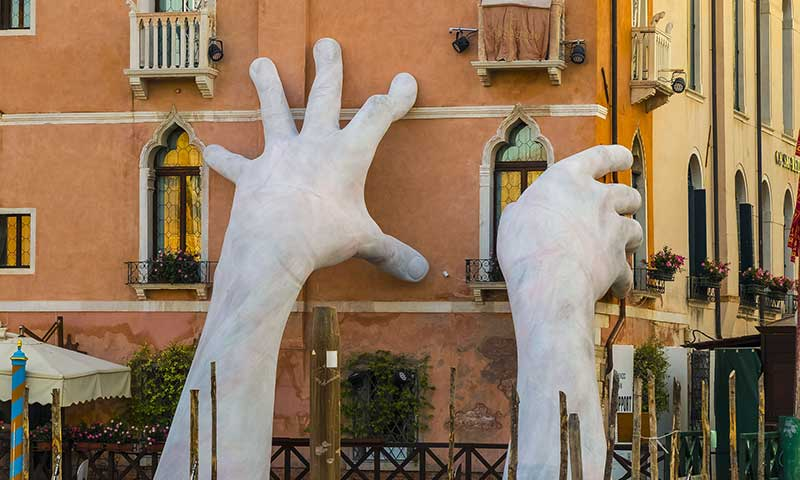 Travel-Tips3-Giane-hands.jpg