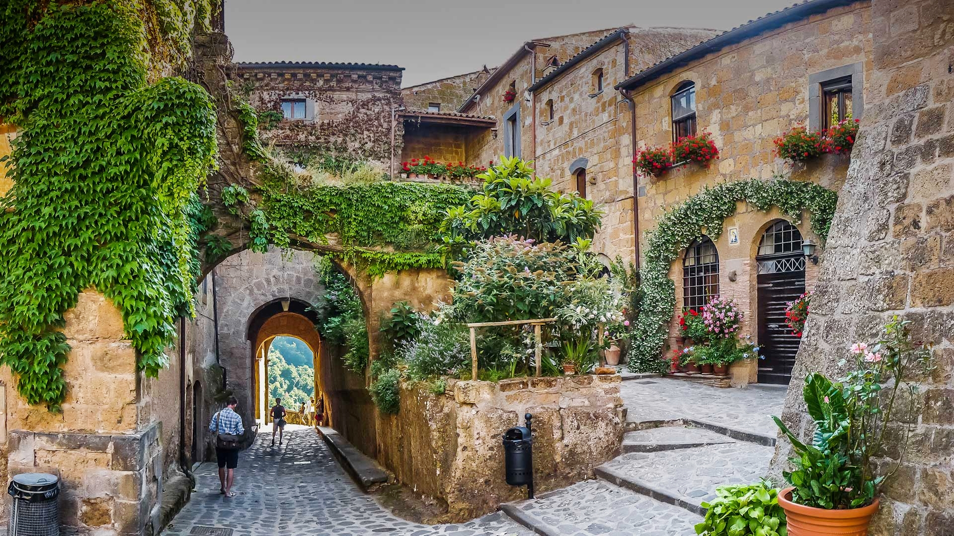 - We challenge traditional travel packagesand do not view Civita Bagnoregio as an