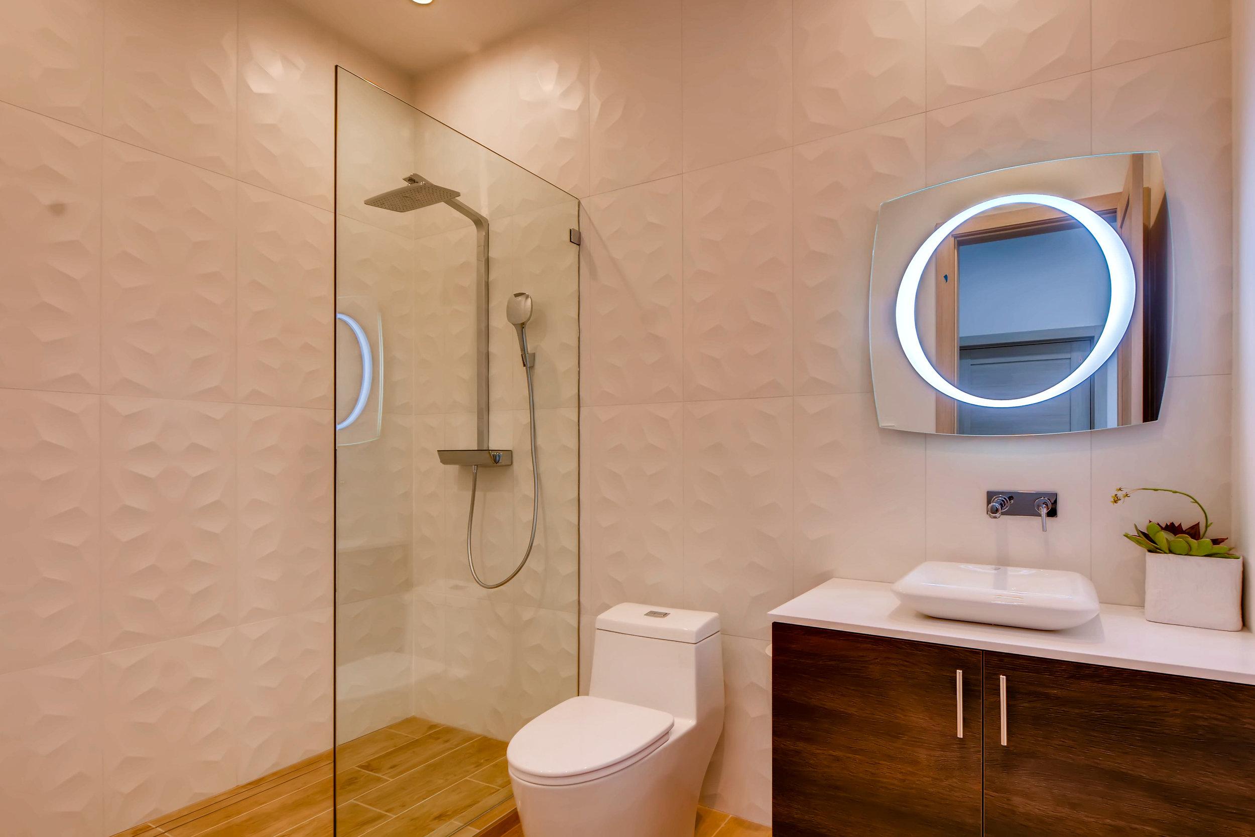 12410 Holmes Point Drive NE-print-030-35-Bathroom-4200x2801-300dpi.jpg