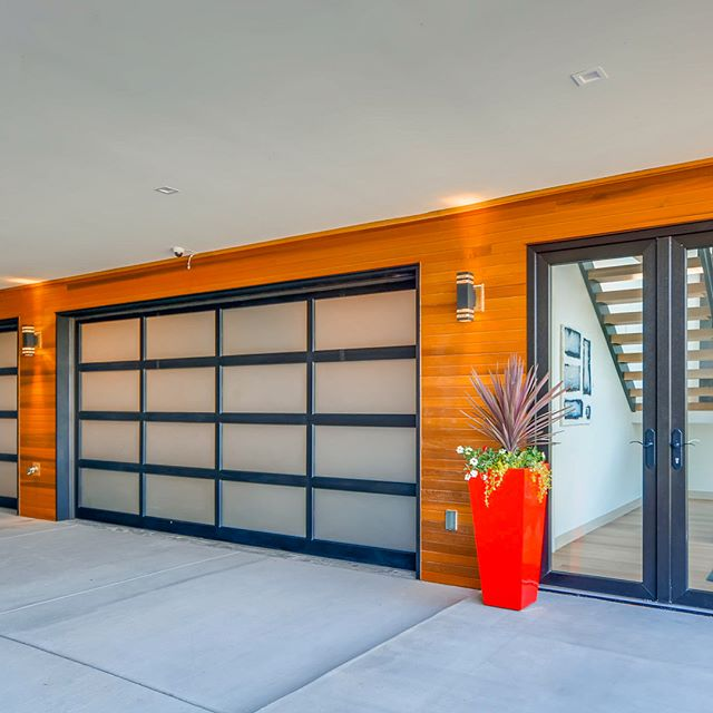 Modern Luxury with unparalleled craftsmanship!  12410 Holmes Point Drive @aveproperties @luxemagazine