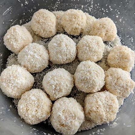 Low-Carb, Ketogenic Diet Coconut Dessert Balls