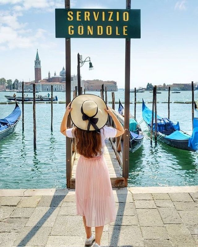 How do you feel about hats? ⠀⠀⠀⠀⠀⠀⠀⠀⠀ Ladies I've tried and tried to wear a cute wide brimmed hat like the one @_chloetravels is rocking here. ⠀⠀⠀⠀⠀⠀⠀⠀⠀ Hats and my head are not a good match 😂 ⠀⠀⠀⠀⠀⠀⠀⠀⠀ HOWEVER, I will make an exception next time I'm in Venice though... ⠀⠀⠀⠀⠀⠀⠀⠀⠀ Beautiful photo by @_chloetravels - go check out her feed for some serious travel eye candy 😍 . . . . . . . . . . #thelarklist  #dametraveler #sheexplores #womenhelpingwomen #shetravels #thewanderingtourist #darlingplaces #herwanderfullife #womenwhowander #femmetravels #wanderwomeninc #girlstoptravel #lovethiscity #citybreak #citylovers #exploringthecity #citysightseeing #citytripping #cityexploring #createalifeyoulove #designalifeyoulove  #powerofshe #awakethesoul #girlsmeetglobe #liveauthentic