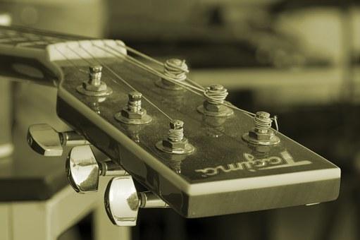 acoustic-guitar-336479__340.jpg