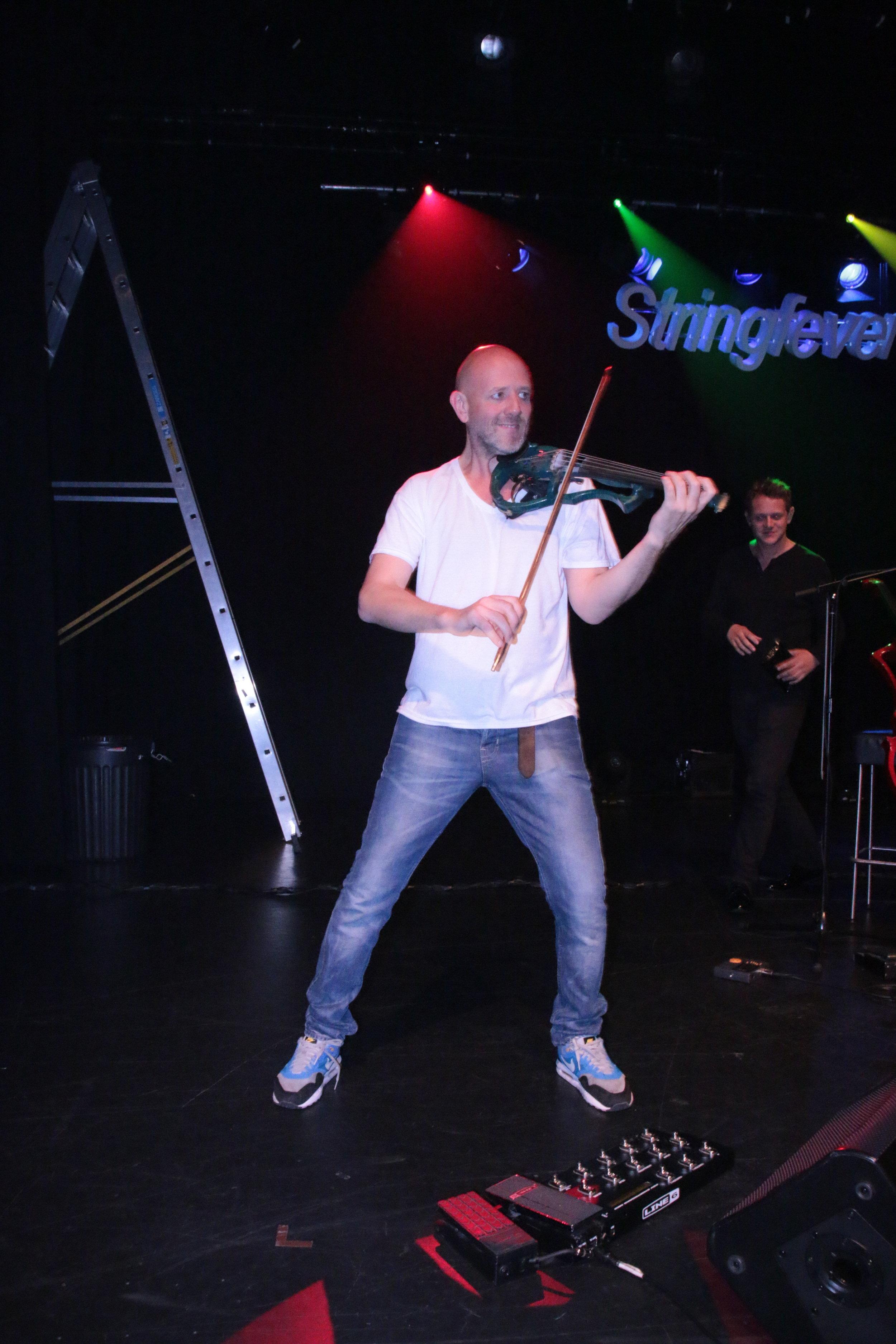 Giles Broadbent stringfever sound check.JPG