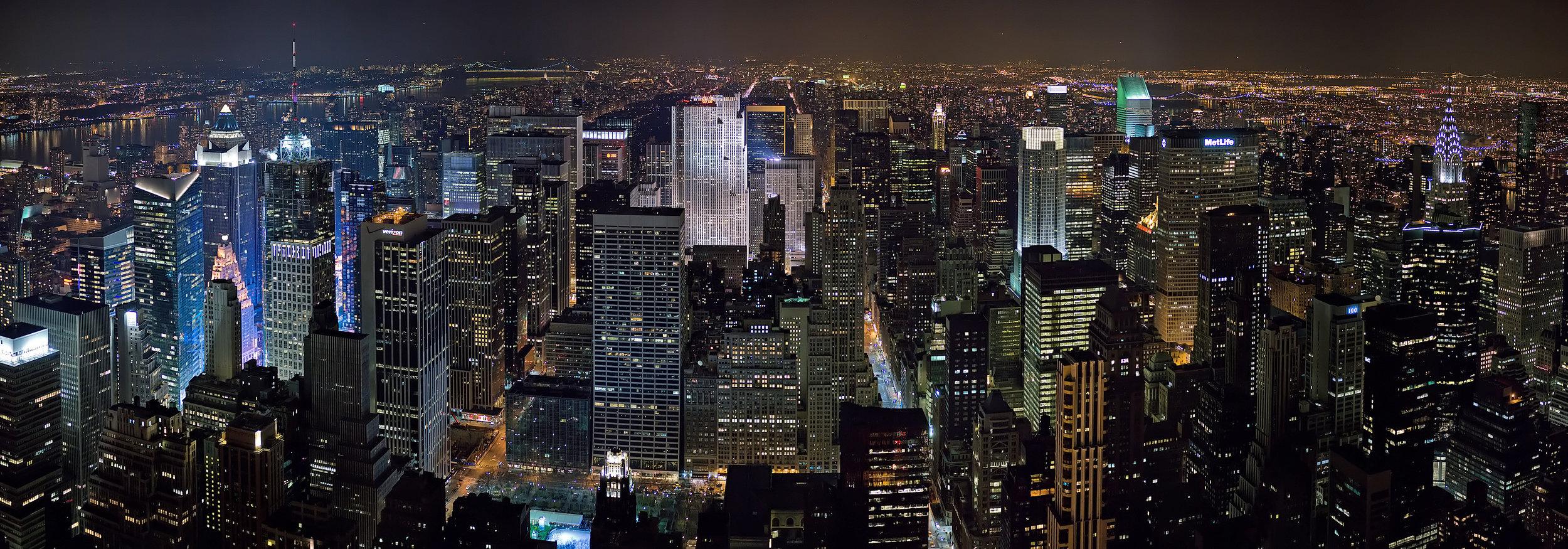 New_York_Midtown_Skyline_at_night_-_Jan_2006_edit1.jpg