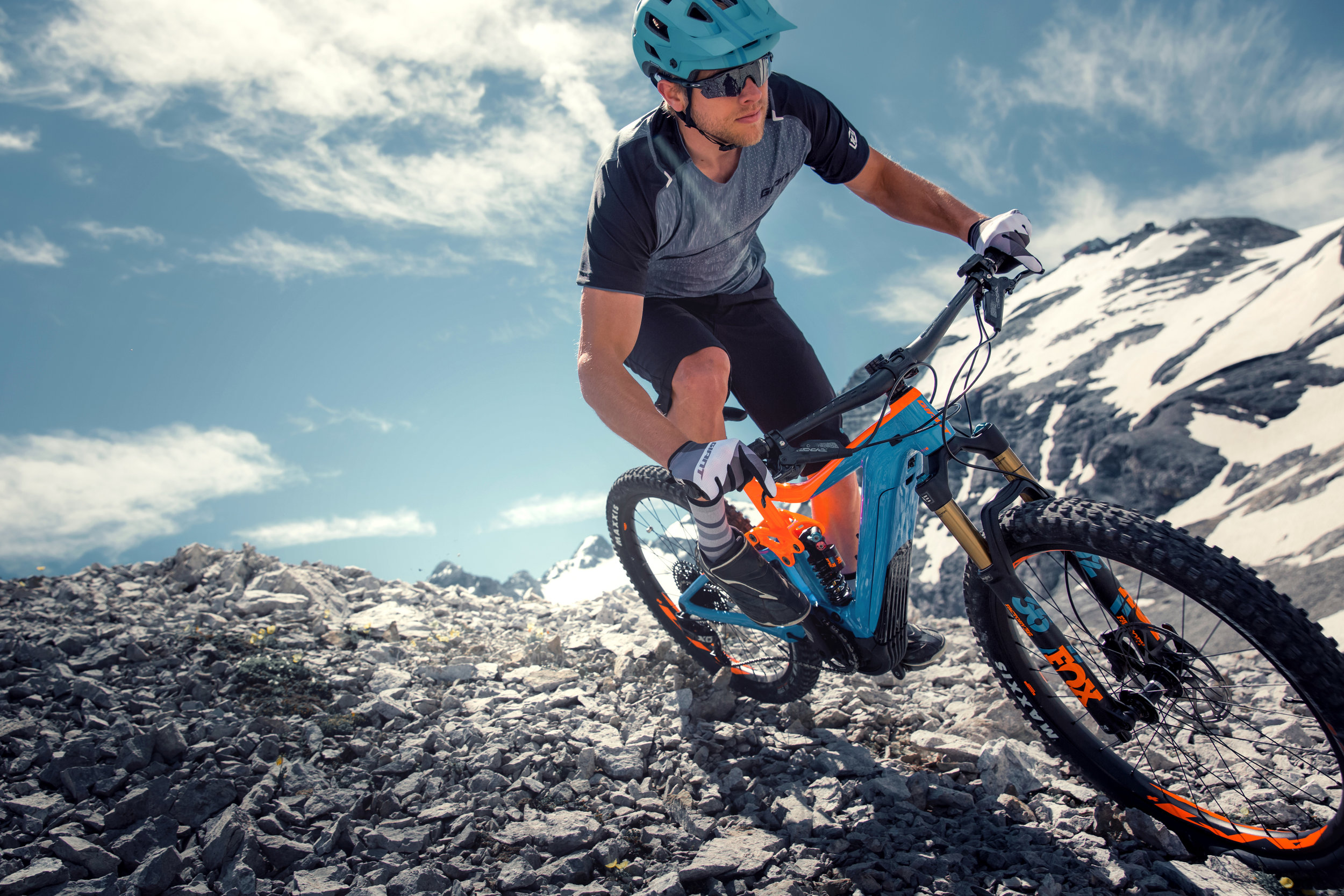 The new Giant Trace E+ 2 Pro trail bike features the new, Yamaha-built SyncDrive Pro motor, and 140mm Maestro rear suspension.  (Giant USA)