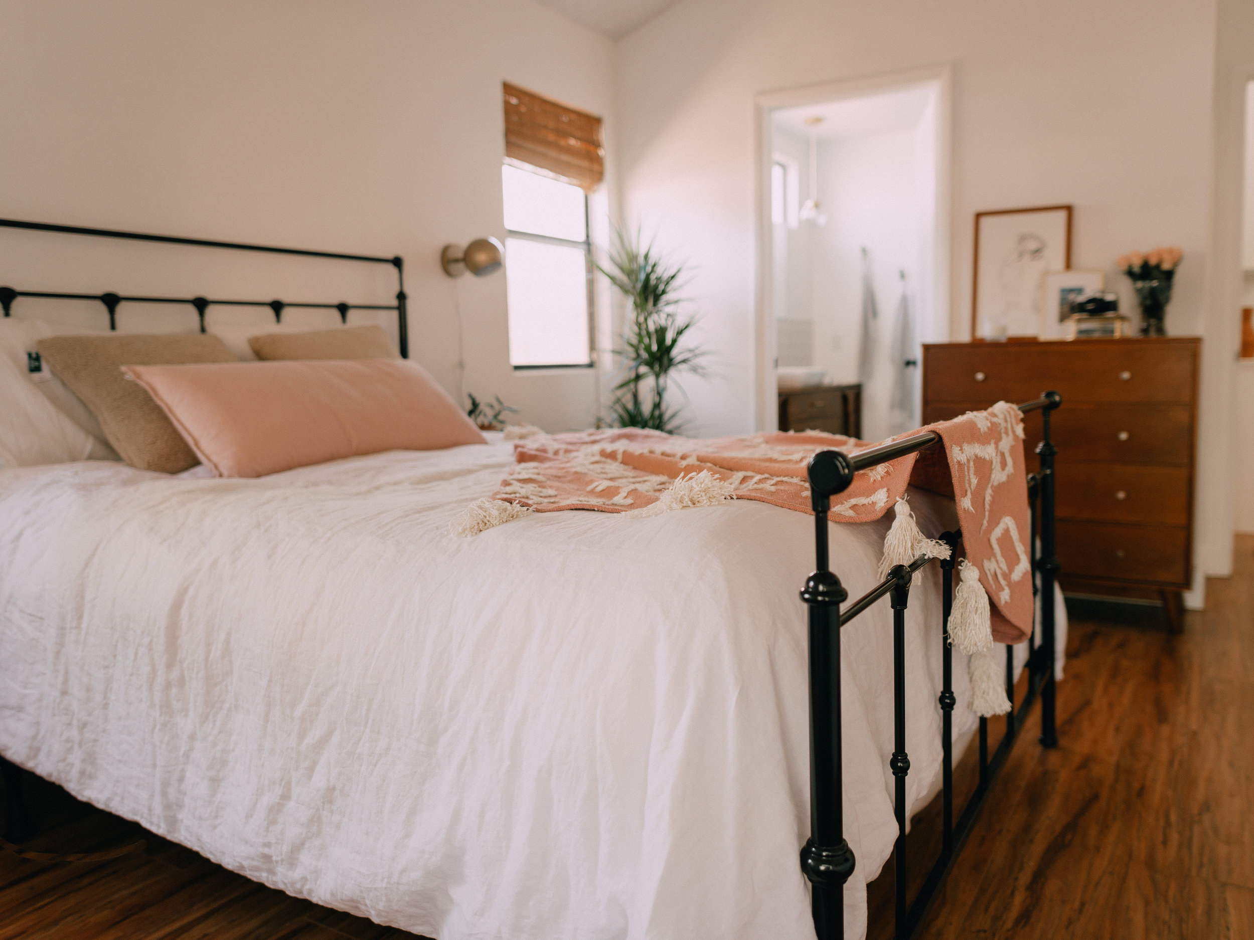 bedroom-makeover-urban-outfitters-9