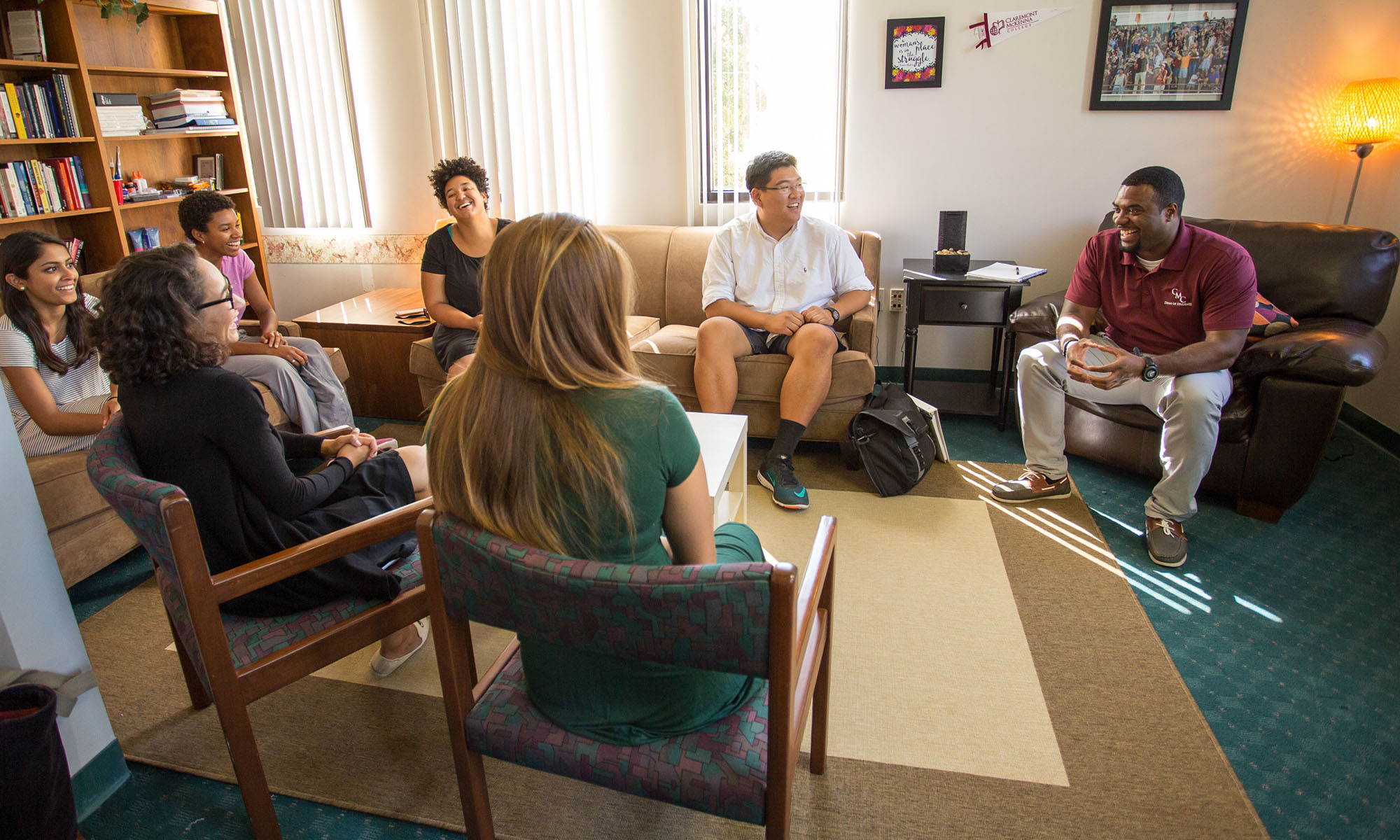 Vince Greer, Assistant Dean of Students for Diversity and Inclusion, meeting with CMC students at the CARE Center. Image credit: CMC