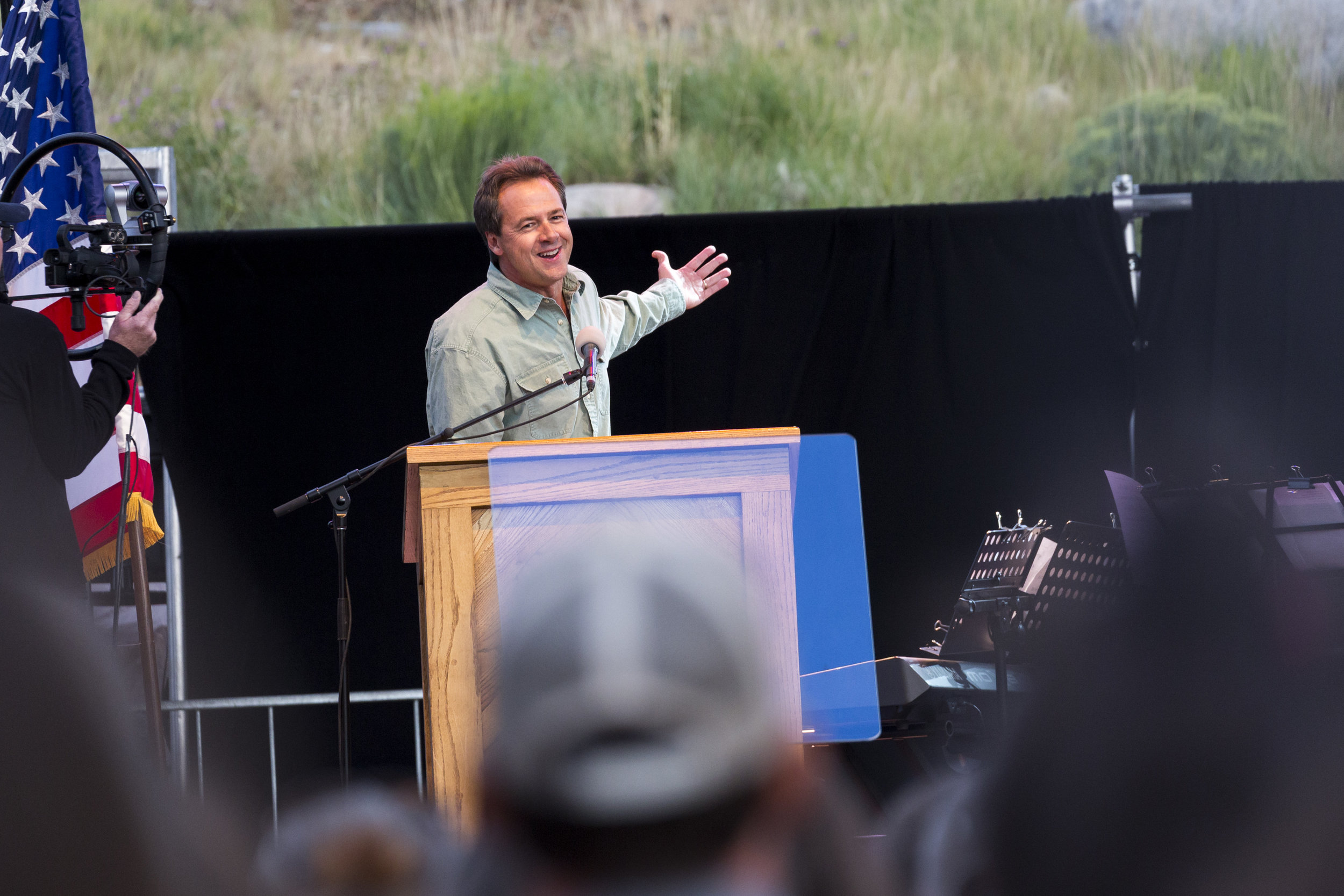 Governor Bullock speaks to an audience at Yellowstone National Park // Wikimedia Commons