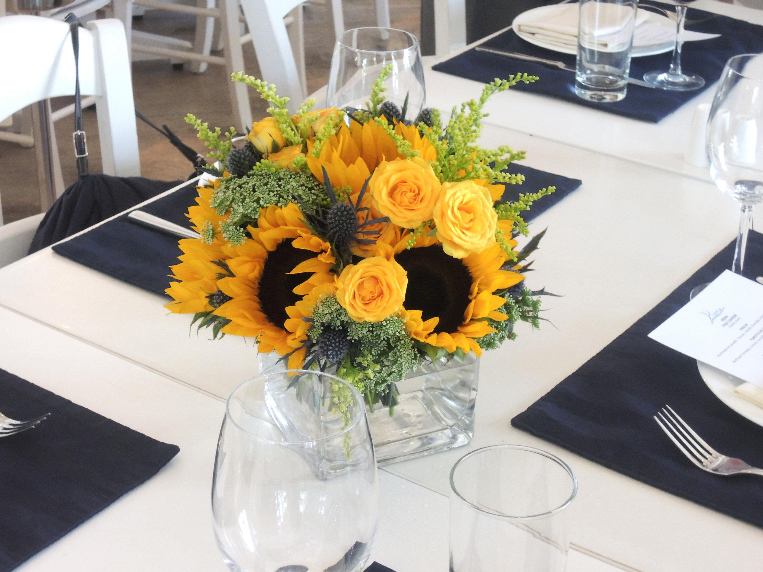 DINNER TABLE ARRAGEMENT