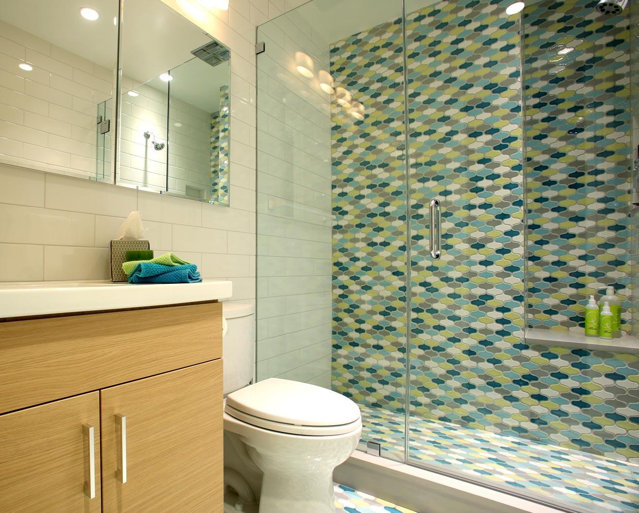 Transitional Design - BAUHAUS INSPIRED TILED BATHROOM