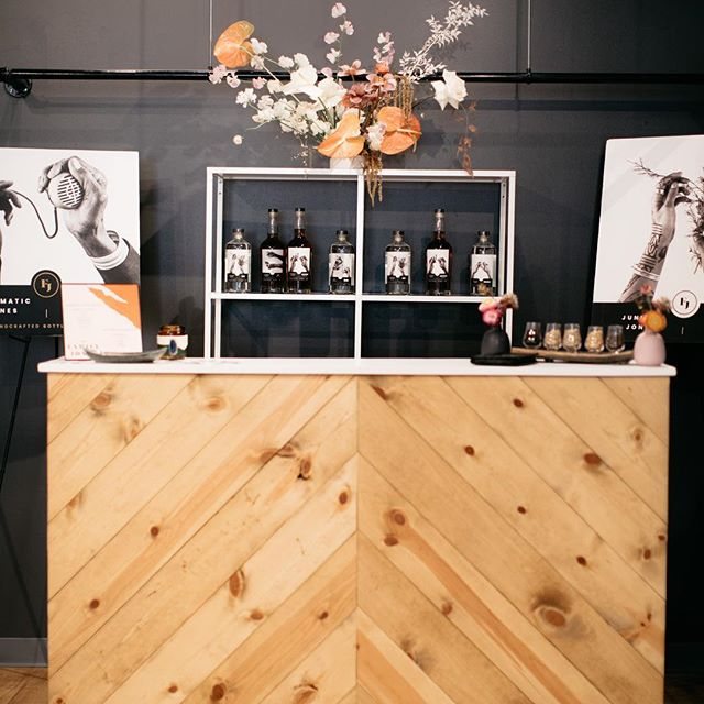 A perfect combination: our Chevron Bar, White Shelf, @laleflorals and cocktails by @thefamily.jones. Such a beautiful event, expertly designed by @heypartycollective hosted in the new @annabebridal space located in the Denver Highlands. . . . . . #denverwedding #denverweddingplanner #denverweddingplanning #coloradowedding #coloradoweddingplanner #coloradoweddingplanning #denvereventrentals #coloradoeventrentals #weddinginspiration #weddingdecor #coloradomountainweddings #coloradobride #rockymountainwedding #boulderwedding #wedcolorado #weddingrentals #modernbohowedding #denvervenue #engaged #coolbride #ido #modernbride #simplebeautifulmodern