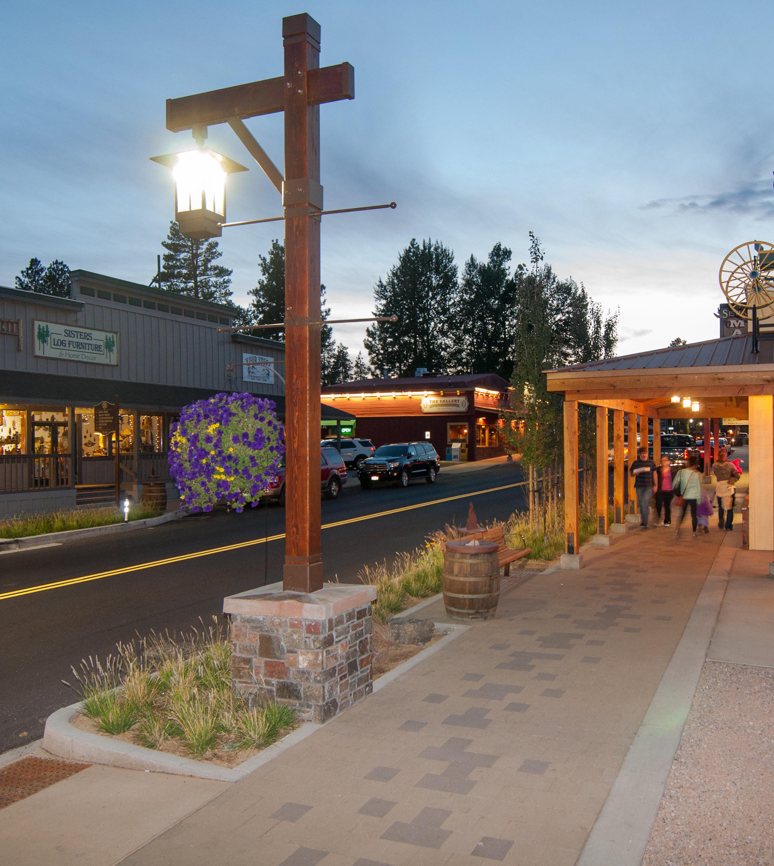 sunset_lamppost_sidewalk_sisters_cascade_avenue.jpg
