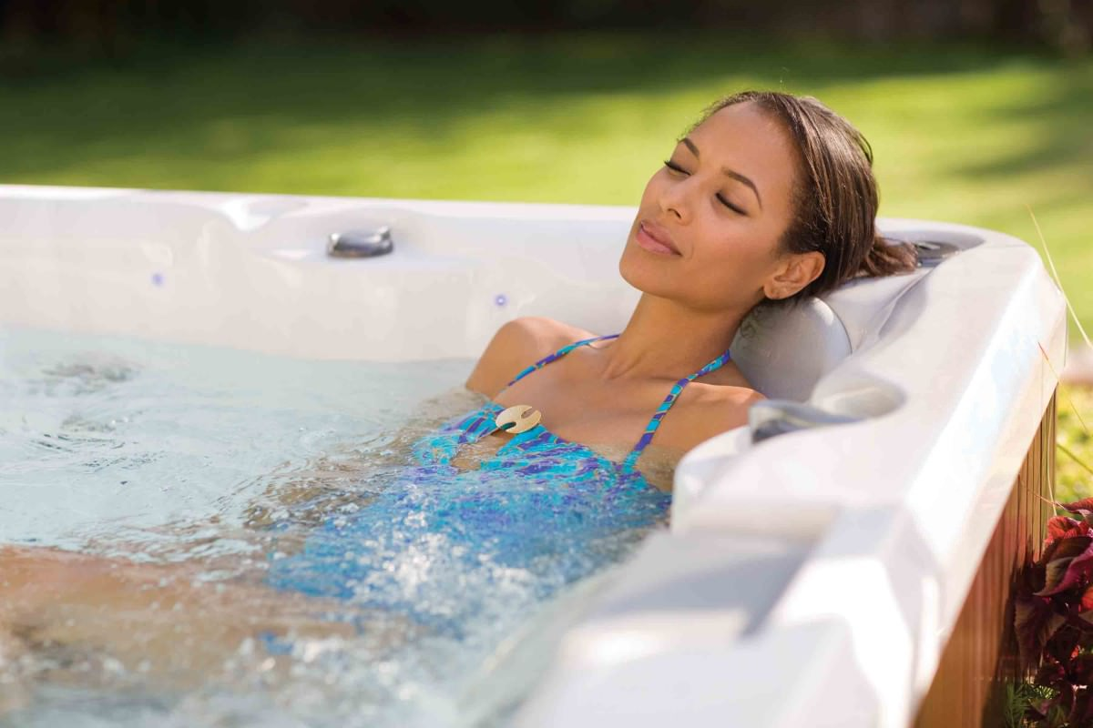 Should-You-Use-the-Hot-Tub-Before-or-After-a-Workout1.jpg