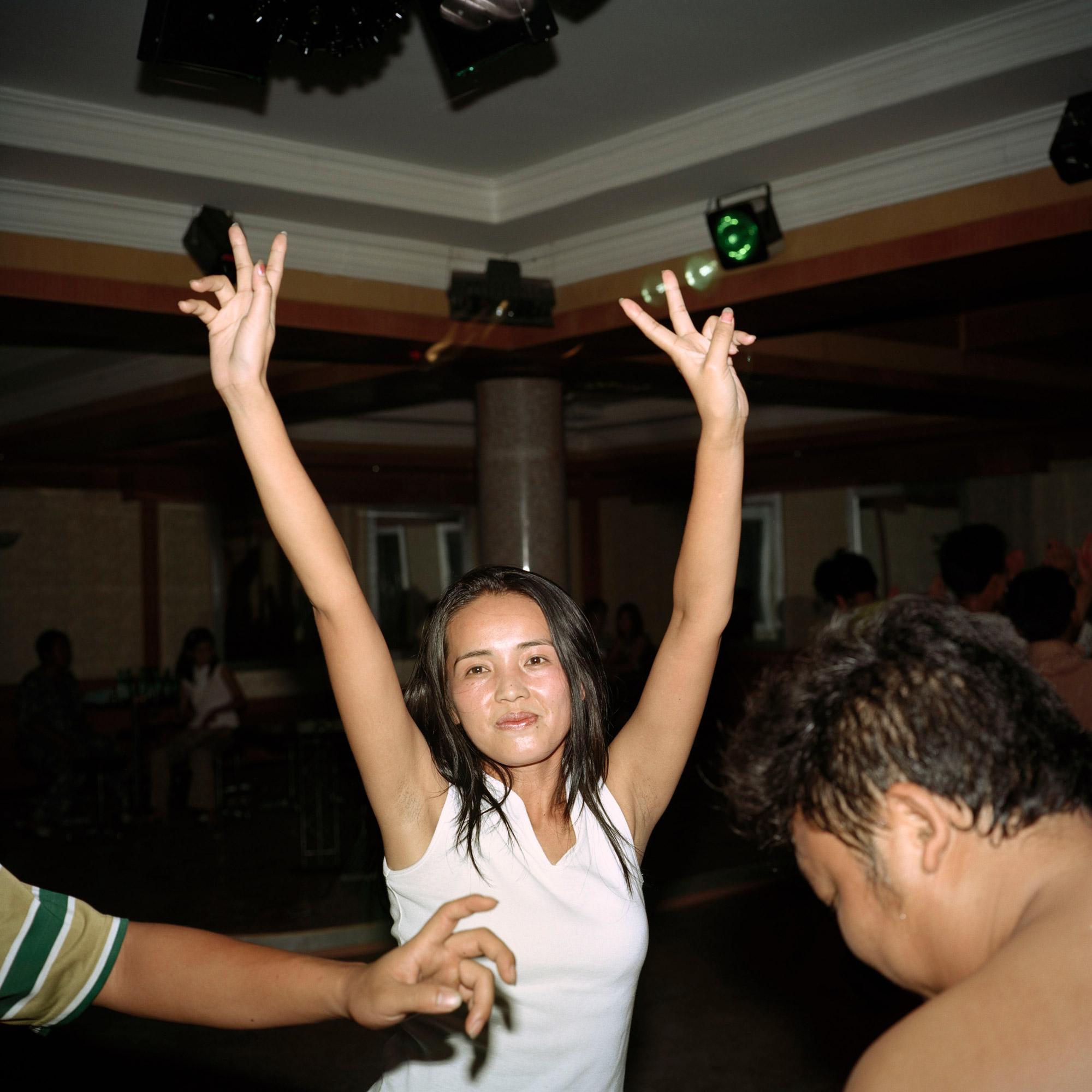 08-05-Karaoke_CHINA.jpg