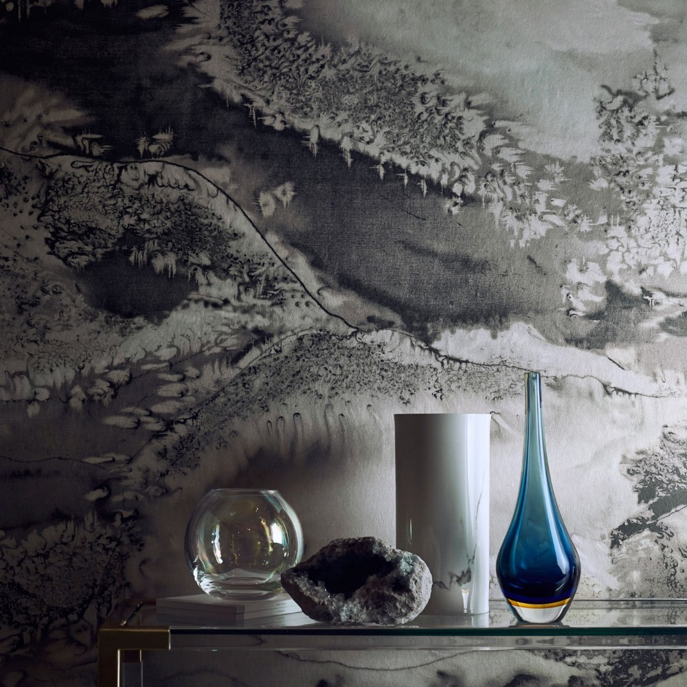Carefully selected wallpaper makes all the difference.