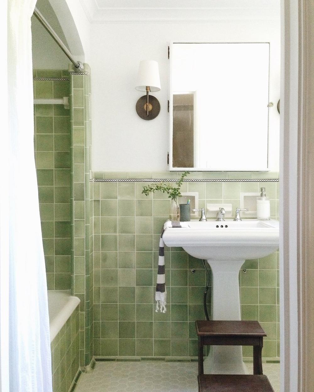 1927 WAGNER TUDOR – LITTLE GREEN BATHROOM