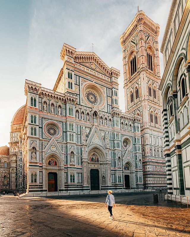 Lit morning in Florence 💛 Memories from a chasing session with the homies @thecitygraph & @ryadoug in front of the impressive Santa Maria del Fiore, one of my favorite cathedral in Italy ! It was a quick session as we only had 2 hours to spend in the city but it felt so good to visit the old town again ! It reminded me how beautiful Florence is ! #Florence #Tuscany
