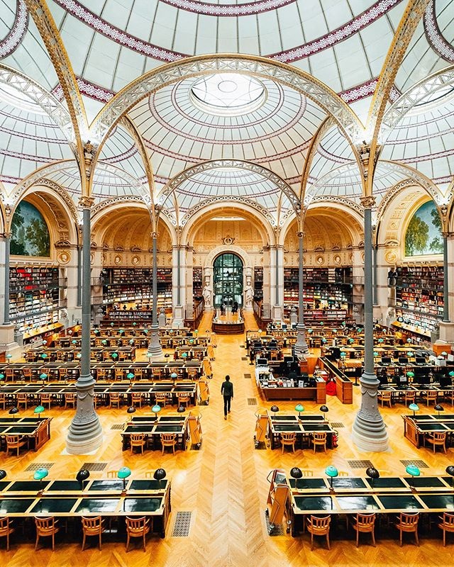 Hidden gem in Paris 💛 Had the chance to visit one of the most beautiful yet underrated libraries in Paris, aka the @inha_fr Library ! This room is called the Labrouste Room and is usually only accessible to specific students and researchers … BUT it will be open to public for free this weekend for the @jepofficiel ! So if you are in Paris, I strongly advise to visit this stunning place ! Have you ever heard of it before ? • Huge thanks to @inha_fr for the private visit ! I still feel really blessed to be able to discover new places in my own city 🙏