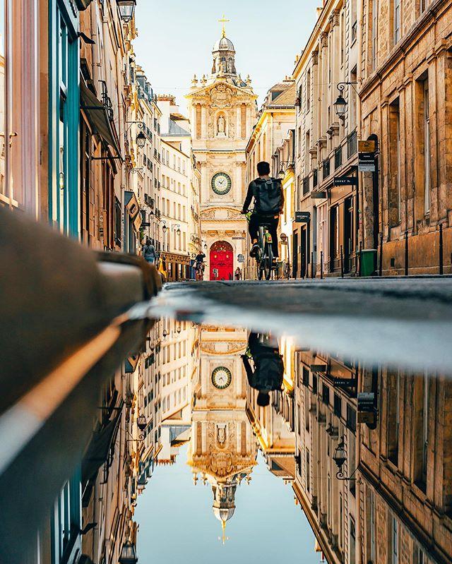 Sunrise challenge à Vélib' 🚲 (2/2) Après 45 minutes passés autour de Bercy, je me suis dirigé vers la Bastille afin de continuer la recherche de spots photos pour le défi Sunrise avec @Velibmetropole : au programme, passage par la verdoyante Cour Damoye, balade dans la reposante Place des Vosges et dépose du Vélib' au pied de la Paroisse Saint-Paul (en photo ici) ! • Après 1h30 de shooting, j'ai pu faire 5 spots photos vraiment sympas tout en profitant des avantages d'un lever de soleil : une lumière douce et des lieux quasiment vides ! Bref, une session bien rentable grâce à l'utilisation du Vélib' qui m'a permis de gagner du temps entre chaque spot : c'est vraiment agréable de pouvoir se balader de manière efficace et en toute indépendance dans la ville 😉 • Merci à @Velibmetropole pour ce défi intéressant ! Pensez-vous que je l'ai réussi ? #LaVilleEstANous #Velib #Paris #Collaboration