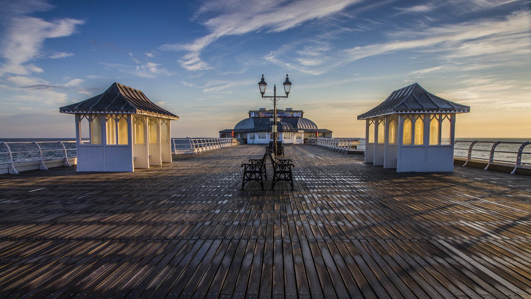 Cromer Pier deck Sunrise.png