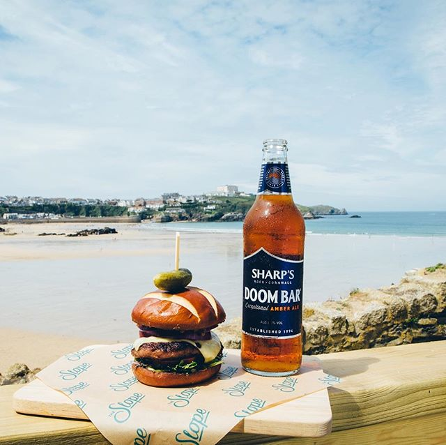 Mid week just got a whole lot better. The waves are rolling in and the burgers and beers are flowing 🍔🍺