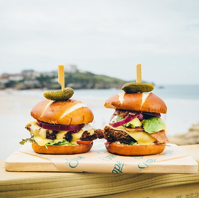 The rain has finally stopped in Newquay and the sun is breaking through the clouds. Let's end this Friday on a high ☀️ The weekend begins now 🍔