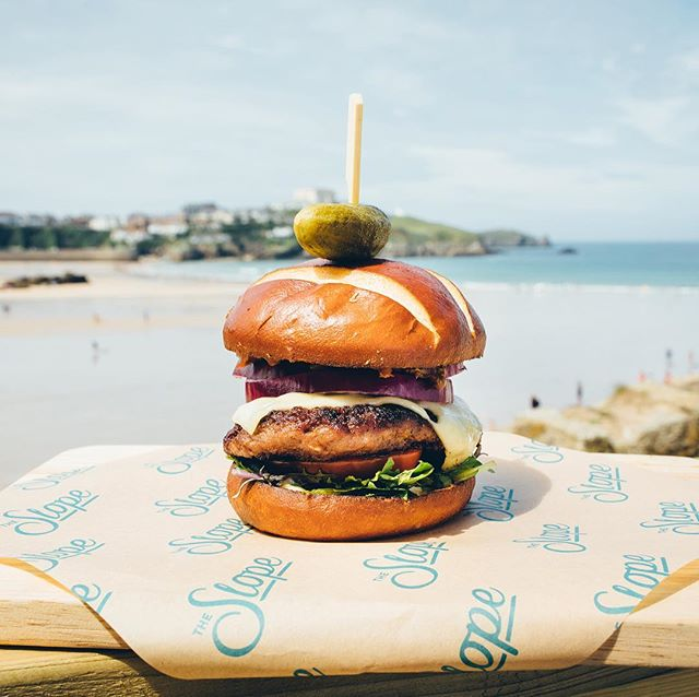 Happy Sunday! It's a beautiful day in Newquay come down and enjoy a burger with us 🍔🍺