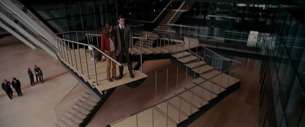 Inception   (2011) de Christopher Nolan, avec Leonardo DiCaprio, Ellen Page, Joseph Gordon-Levitt, Tom Hardy…