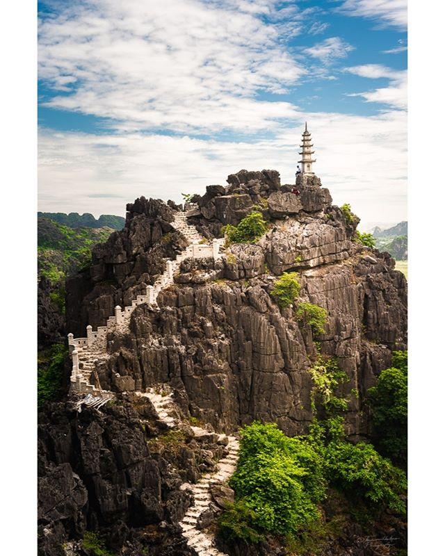 Hang mua, Ninh Binh, Vietnam, Summer 2018. #Vietnam #vietnamcharm #vietnamlife #lonelyplanet #hangmua #culturetrip #ninhbinh #passionpassport #instatravel #wanderlust #travel #discovervietnam #iamatraveler #wandertheworld #exploretocreate #mytinyatlas #adventurealways #muacaves #earthfocus #vietnamtravel #southeastasia #theglobewanderer #destinationearth #tourtheplanet #earthpix #travelvietnam #travelawesome  #discoverearth #welivetoexplore #asia