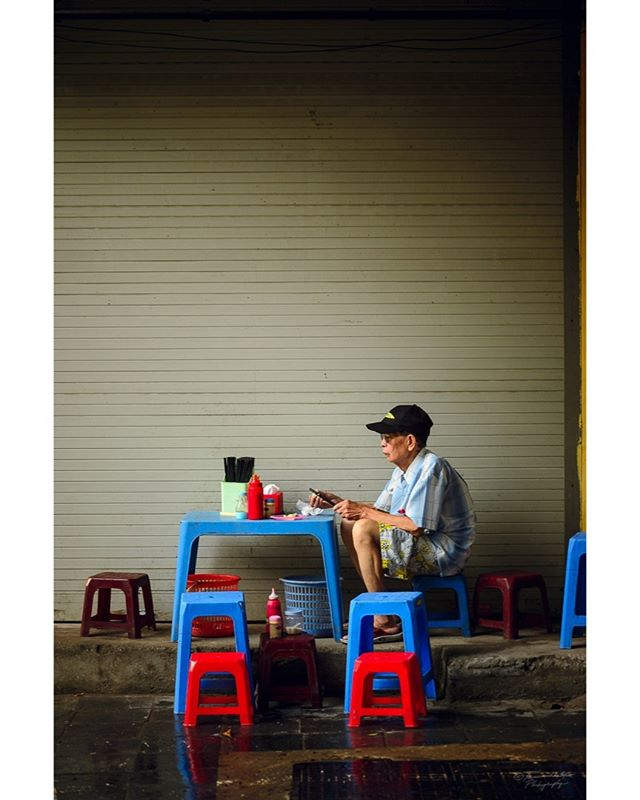 A Portrait of a man in a street restaurant. Hanoi, Vietnam. Summer 2018. #Vietnam #streetphotocolor #vietnamcharm #vietnamlife #lonelyplanet #culturetrip #passionpassport #instatravel #wanderlust #travel #discovervietnam #iamatraveler #wandertheworld #exploretocreate #mytinyatlas #vietnamtravel #theglobewanderer #destinationearth #tourtheplanet #earthpix #travelvietnam #travelawesome  #discoverearth #welivetoexplore #nikonshooters #nikonartists