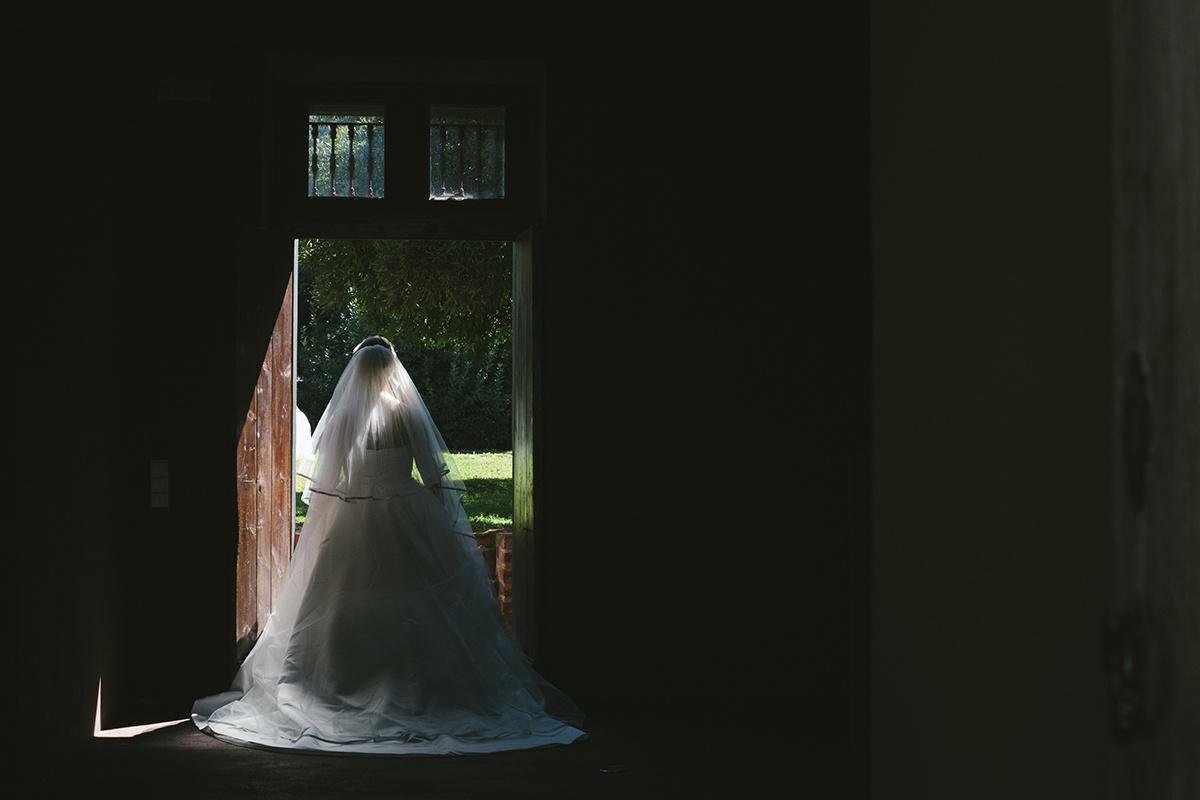 Bride's moody portrait in Alentejo