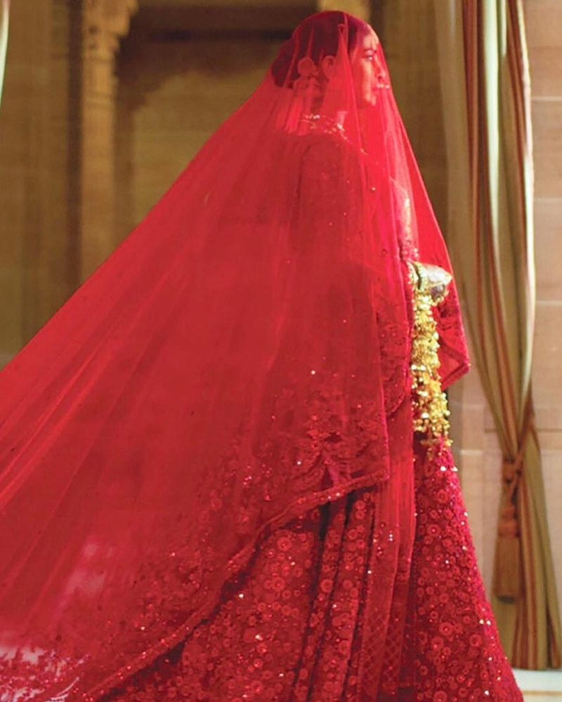 These-Hindu-wedding-ceremony-pictures-of-Priyanka-Chopra-and-Nick-Jonas-are-beyond-beautiful-weddingz.in-bridal-lehenga.jpg