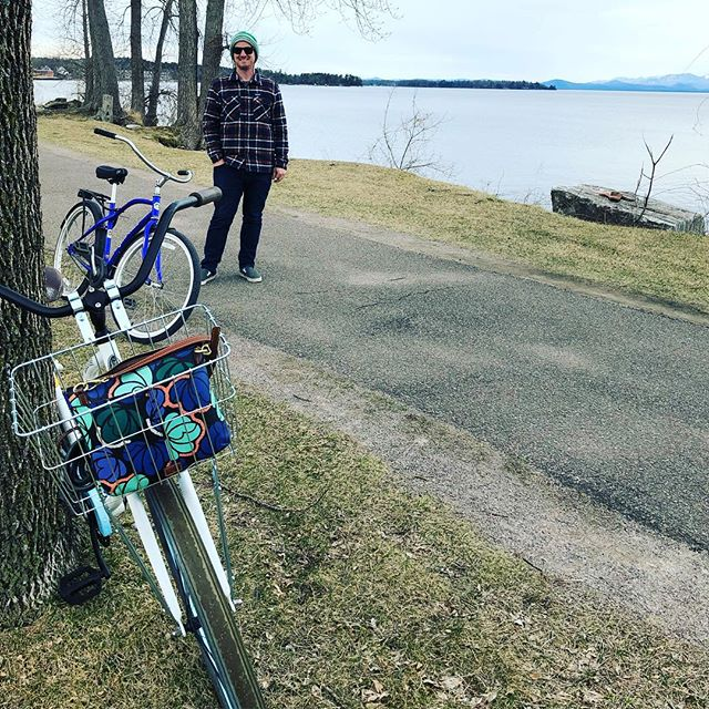 Live every day like it's earth day! When we use bikes to cruise we don't pollute and loose 🚲 🌎 ❤️ Check out @towboatuskentnarrows Earth Day 🌎 Giveaway!! Single use bags for the single earth we have! #earthdayeveryday #reducereuserecycle♻️ #bikeride #lovebike #singleusebags