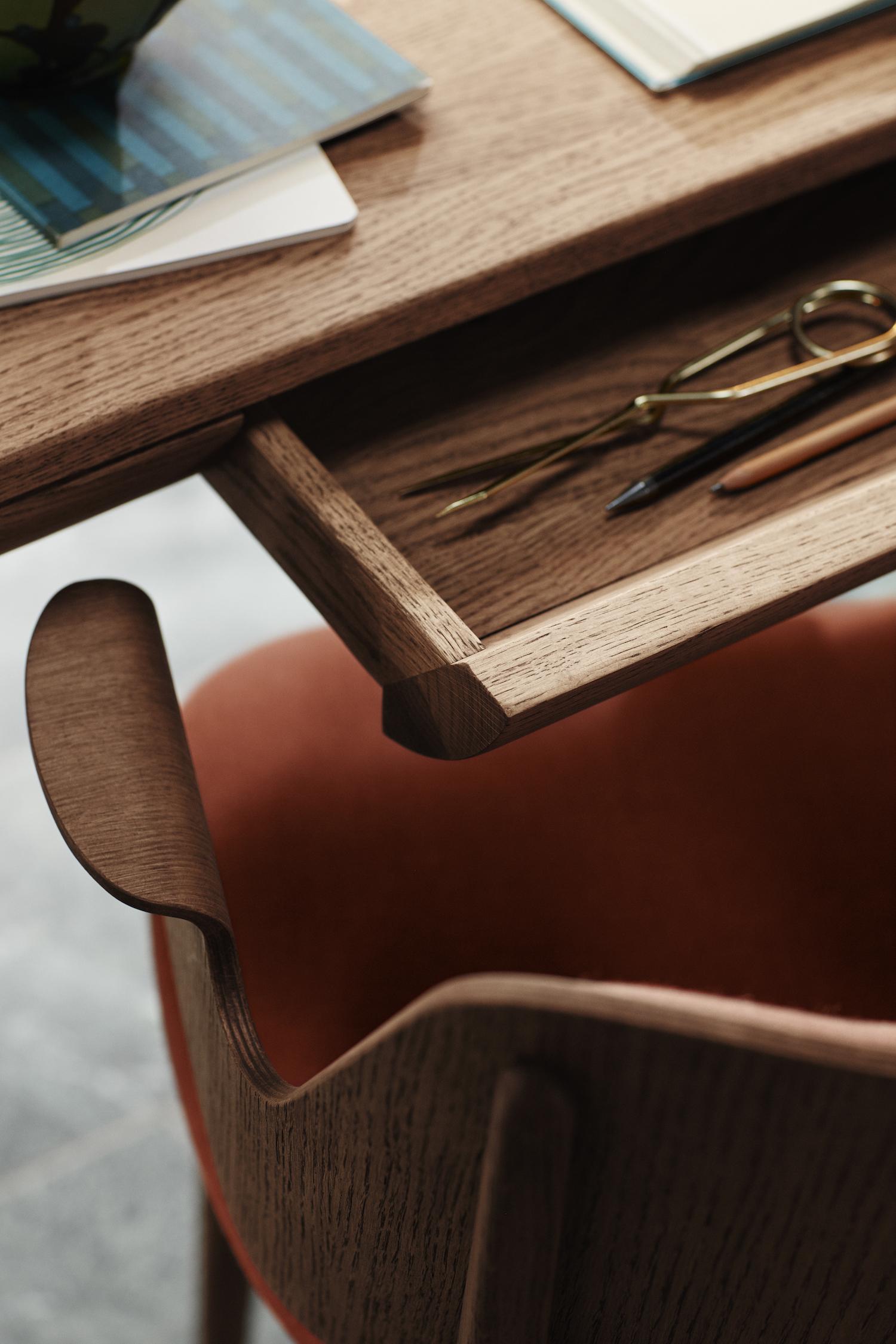 warmnordic-runa-desk-gesture.jpg