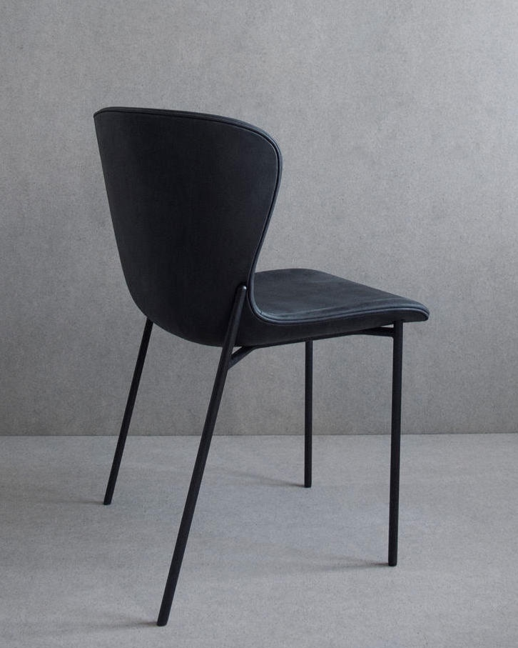 La Pipe chair with black base