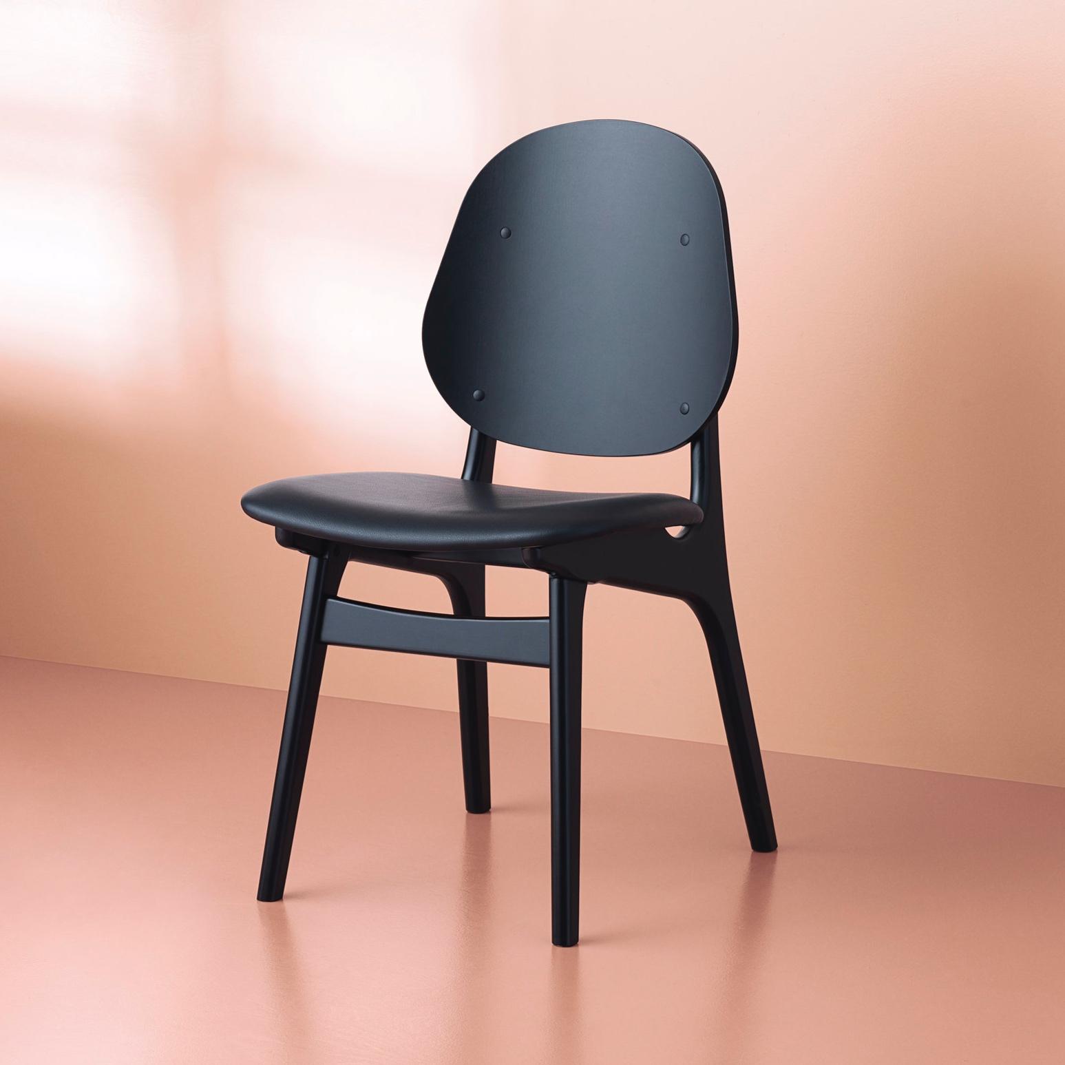 gestalt-new-york-warmnordic-furniture-noble-diningchair-blackstained-beech-seat-black-leather-prescott-vnude.jpg