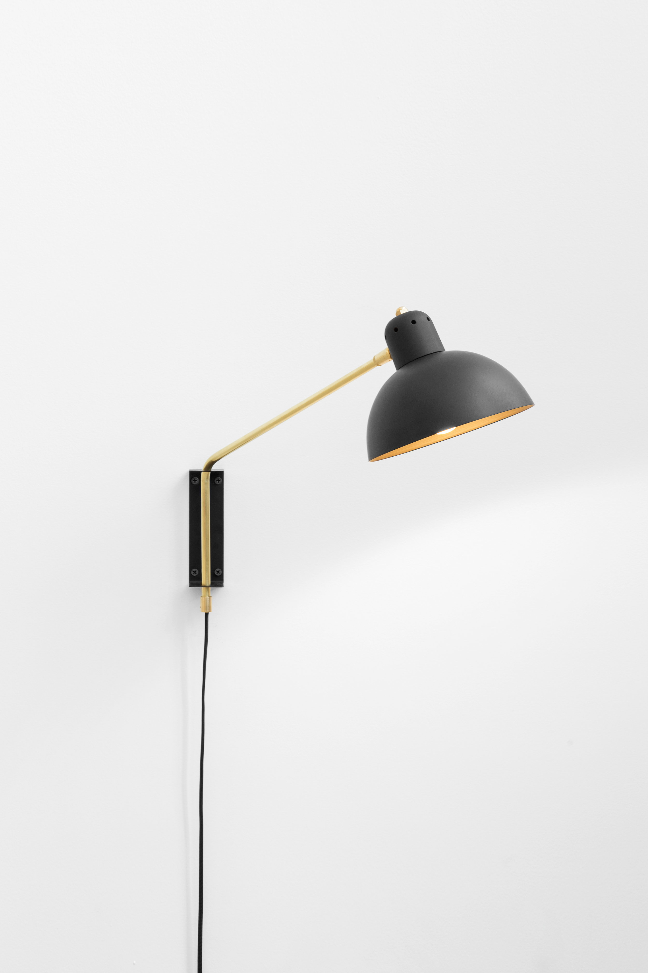 Waldorf Wall Lamp Black/Brass