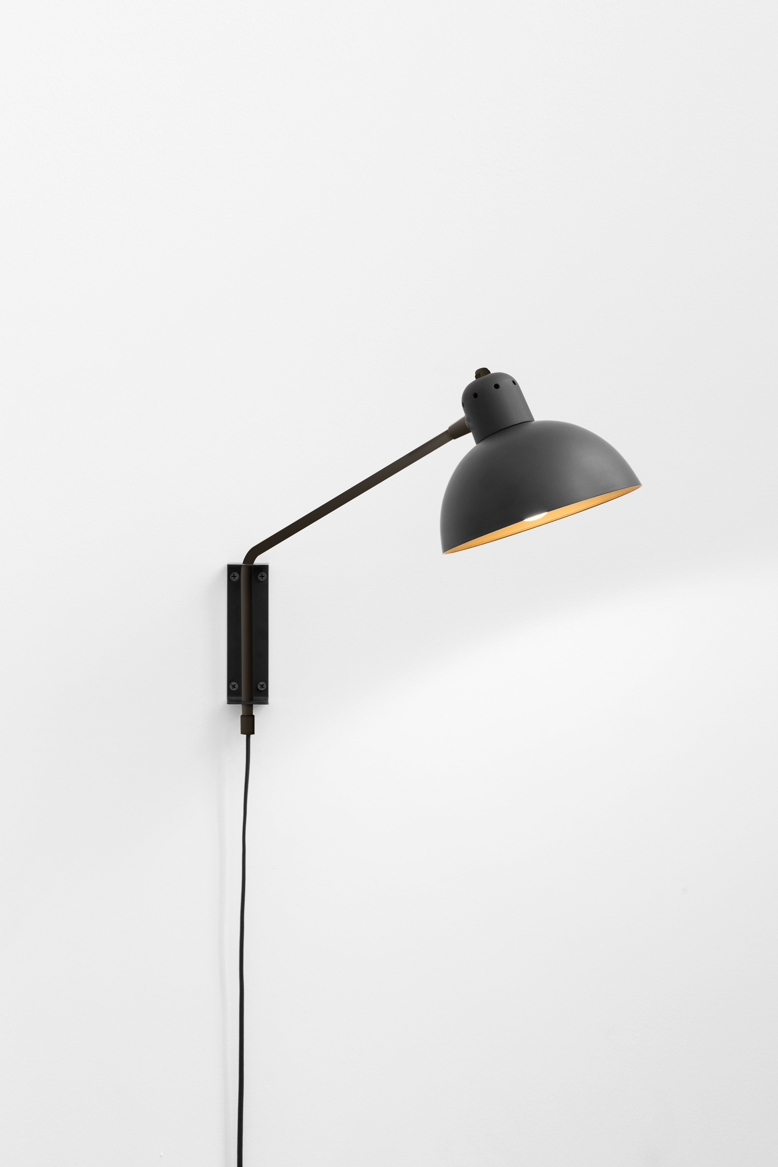 Waldorf Wall Lamp Black/Graphite