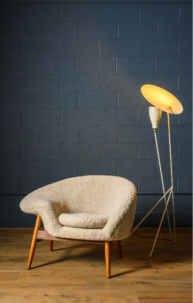 The Fried Egg Chair with the Silhouette Floor lamp