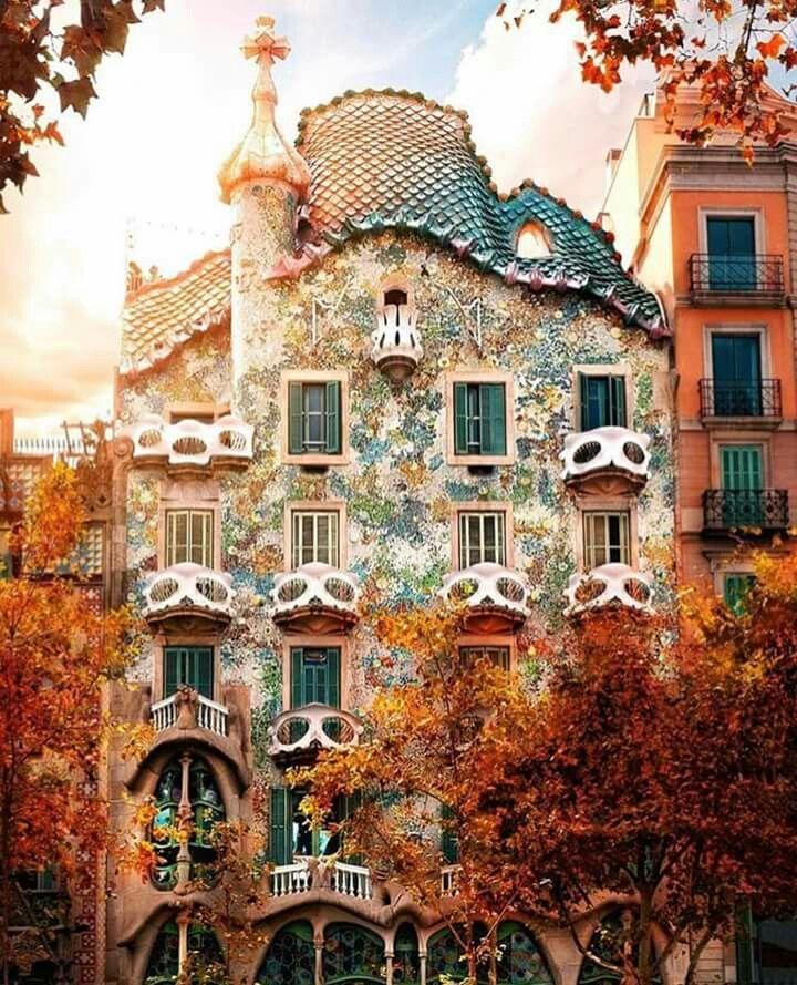 Casa-Batllo- Barcelona-Fall- travel- antoni-gaudi-modern-architecture 264547938f2b92e487709b958d63a846.jpg