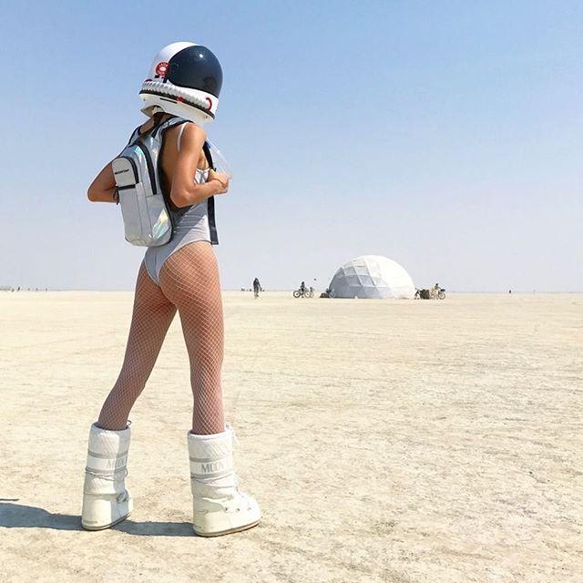 )'( 🔥 Are you ready to land on Planet #playa? ➡️ Repost @burnerettes 📷: @chloetraichel Follow 👉 @burningmanguides #burningman #brc #blackrockcity #burners #burner #industwetrust #burningmanphotos #burningmantips #love #burnerbabes