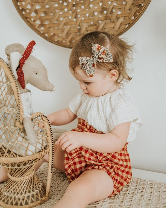 """Saw this quote the other day - """"teaching our children to be kinder to animals today ensures a kinder world tomorrow.""""⠀⠀⠀⠀⠀⠀⠀⠀⠀ .⠀⠀⠀⠀⠀⠀⠀⠀⠀ No pressure, mamas, but our kids are influenced by everything we do. They once did a study where they had adults interact with a doll while very young children watched.  One group would hit the dolls while the other would play gently. The children who watched the first group ended up following suit and hitting the dolls violently while the others treated the doll kindly. ⠀⠀⠀⠀⠀⠀⠀⠀⠀ .⠀⠀⠀⠀⠀⠀⠀⠀⠀ Be who you want your children to be today. Mindful, patient, brave.  You can be all these things for them. 🧡⠀⠀⠀⠀⠀⠀⠀⠀⠀ .⠀⠀⠀⠀⠀⠀⠀⠀⠀ .⠀⠀⠀⠀⠀⠀⠀⠀⠀ ."""