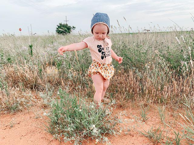 So ready for fall but I'm gonna miss sunny breezy days and green grass for sure!⠀⠀⠀⠀⠀⠀⠀⠀⠀ .⠀⠀⠀⠀⠀⠀⠀⠀⠀ 📷@jamierae85⠀⠀⠀⠀⠀⠀⠀⠀⠀ .⠀⠀⠀⠀⠀⠀⠀⠀⠀ .⠀⠀⠀⠀⠀⠀⠀⠀⠀ .⠀⠀⠀⠀⠀⠀⠀⠀⠀ #letthembelittle #ohheymama #thatsdarlingmovement #momentsofmine #flashesofdelight #inspiremyinstagram #momsunite #thepursuitofjoyproject #joyfulmamas #dailyparenting #littleandbrave #stopdropandmom #motherhoodunhinged #toddlerfashion #nestedmag #pursuepretty #motherhoodsimplified #aquietstyle #aheadofthecurve #teammotherly #chasinglight #shopsmall #shoplocal #etsyfinds #handmade #trendy_tots #modernmom #trendykiddies #smallbusiness #babystyle