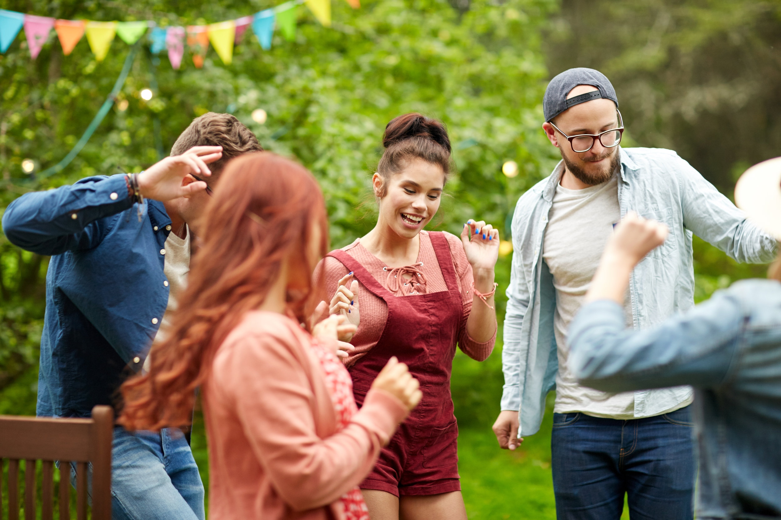 happy-friends-dancing-at-summer-party-in-garden-PLYPGLF.jpg