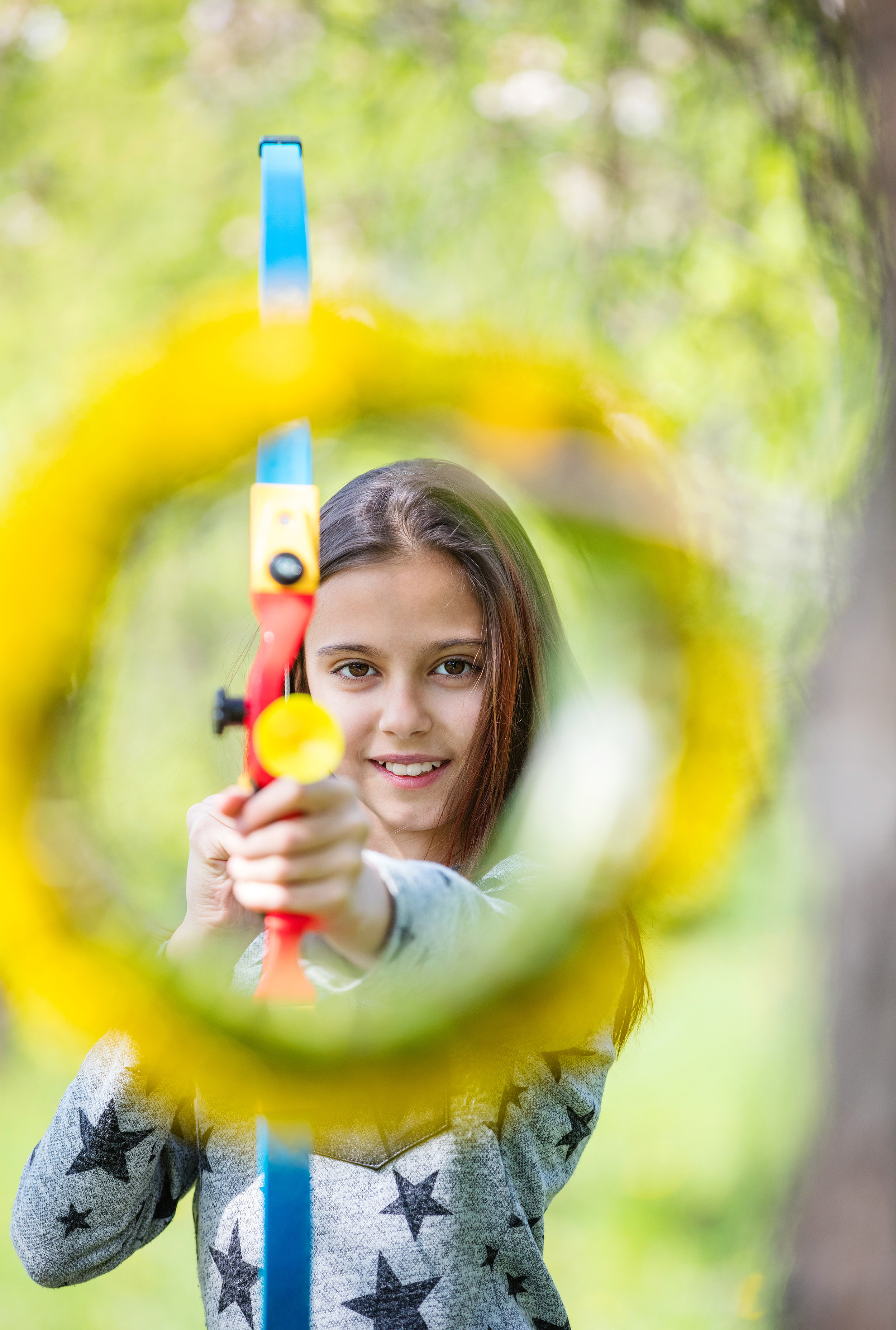 young-girl-archer-with-bow-aiming-through-flower-PCE9N9Q.jpg